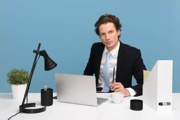 5 Signs You're Just Not Meant For A 9 To 5 Desk Job