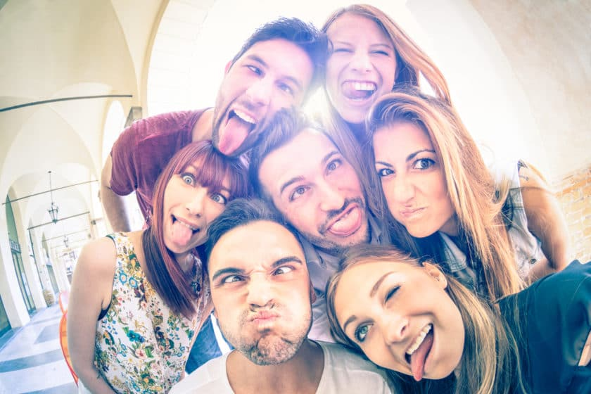 8 Ways To Differentiate Real Friends And Toxic Friends