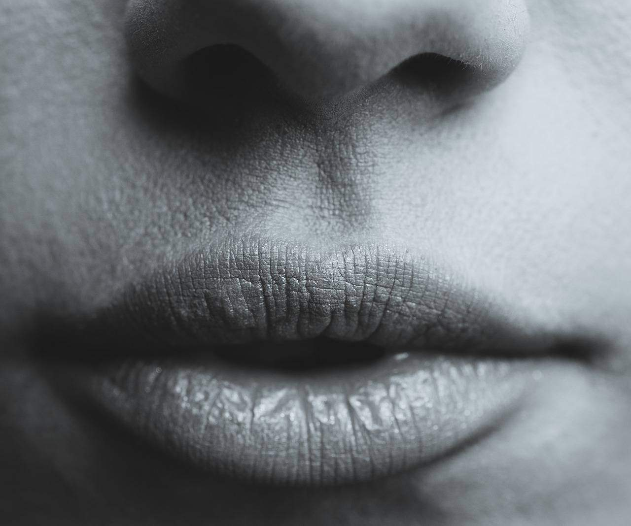 How To Tell If A Girl Likes You (WET LIPS)